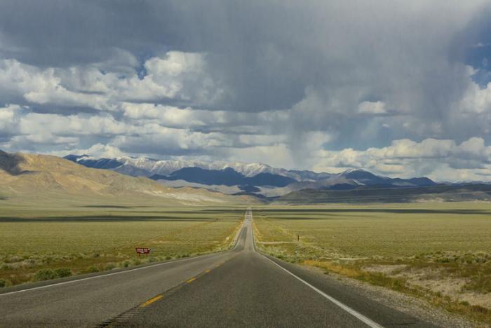 De 'Loneliest Highway' - Highway 50 - in Nevada. © thinkstock