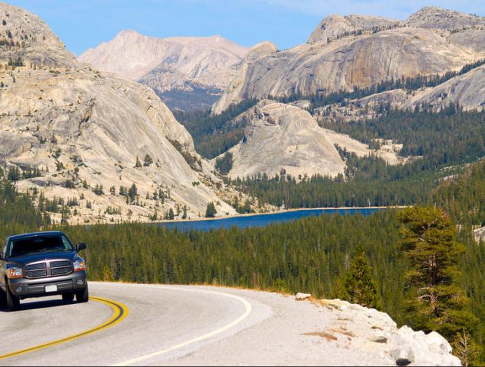 De weg langs Yosemite in Californië. © thinkstock