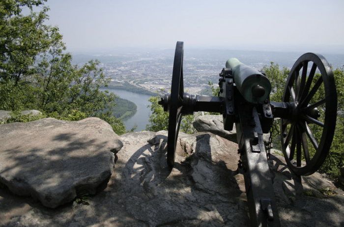 Lookout Mountain Parkway in Tennessee. © creative commons