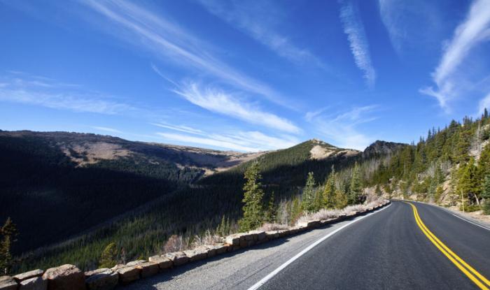 Trail Ridge Road in de Rocky Mountains, in Colorado. © thinkstock